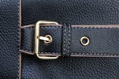 Пряжки пояса и текстурированная черная кожа. Стоковые Фото