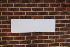 Прямоугольник пробела фасада кирпичной стены вида спереди красный, который нужно написать в предпосылке Пейзаж Grunge Классическа стоковое фото