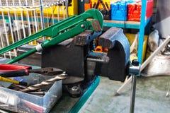 Прямые ключ для труб и тиски стенда Стоковая Фотография RF