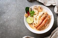 пряная лапша рамэнов udon креветок (Том Yum Goong стоковое изображение rf