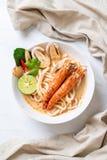 пряная лапша рамэнов udon креветок (Том Yum Goong) стоковые изображения rf