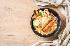 пряная лапша рамэнов udon креветок (Том Yum Goong стоковые фото