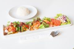Пряная яичница, бекон и китайская сосиска стоковые изображения rf