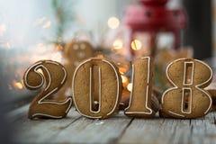 Пряники на новый 2018 год на деревянной предпосылке, пряники на Новый Год на деревянном рождестве предпосылки Стоковая Фотография RF