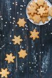 Пряник в форме звезд и снежинок Стоковое Фото