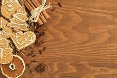 Пряник рождества на деревянной предпосылке Стоковое Изображение