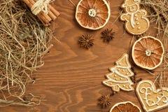 Пряник рождества на деревянной предпосылке Стоковые Изображения RF