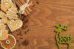 Пряник рождества на деревянной предпосылке Стоковое Изображение RF