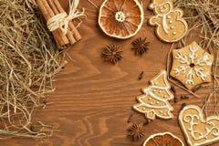 Пряник рождества с различными украшением и специями Стоковое Изображение