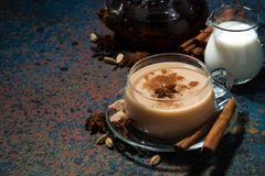 Пряное masala на темной предпосылке, взгляд сверху чая Стоковые Изображения