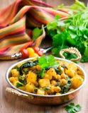 Пряное vegetable тушёное мясо с карри и шпинатом Стоковое Изображение