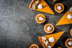 Пряные пирог тыквы и tartlets Стоковая Фотография RF