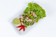 Пряный и кислый смешанный салат травы с свининой и цыпленком Стоковые Изображения RF