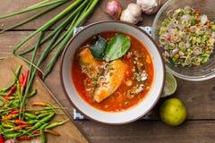 Пряный салат скумбрий в томатном соусе Стоковые Изображения