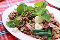 Пряный семенить салат утки с зелеными овощами и перцами. стоковая фотография rf