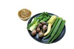 Пряный соус затира креветки съесть со смешанным кипеть овощем на плите стоковая фотография rf