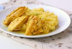 Пряный цыпленок с картофельными пюре Стоковое Изображение