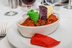 Пряный Chili с обломоками Tortilla стоковые фотографии rf