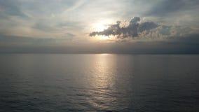 Пряча солнце стоковое изображение rf