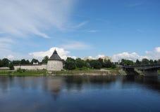 Псков Кремль Krom и река большие Стоковая Фотография