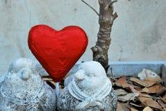 Птица пар с красным сердцем Стоковые Изображения RF