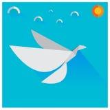 Птицы белой бумаги вектора летая небо С облаками и солнцем Стоковое Изображение