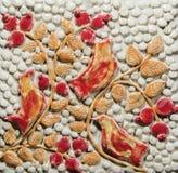 Птицы глины на дереве Стоковое Изображение