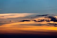 птицы летая заход солнца Стоковые Фотографии RF