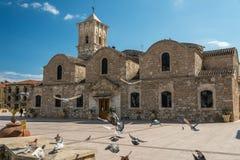 Птицы на церков Ларнаке Кипре Лазаря Святого Стоковая Фотография