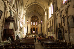 Пуатье, Франция - 12-ое сентября 2016: Внутри церков St Стоковые Фотографии RF