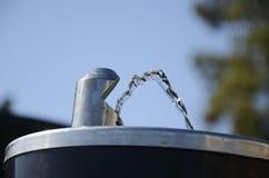 публика выпивая фонтана стоковое изображение rf