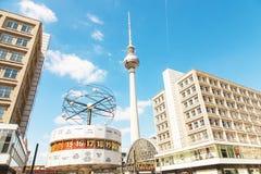 Публичная арена Alexanderplatz главным образом в центре Берлина Стоковая Фотография RF