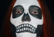 Пугающая женщина черепа стоковая фотография rf