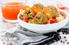 Пугающая идея еды хеллоуина - mitbolls как мышь на pur картошки Стоковая Фотография RF