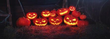 Пугающая предпосылка halloween страшная тыква с горя глазами и Стоковая Фотография RF