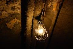 Пугающая старая электрическая лампочка Стоковая Фотография RF