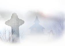 Пугающие могилы и дом Стоковое фото RF