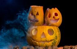 Пугающие тыквы хеллоуина Стоковые Изображения