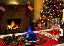 Пудинг рождества и праздничный камин Стоковое Изображение RF
