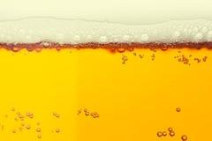 пузыри пива закрывают стеклянную съемку вверх Стоковые Фото