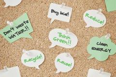 Пузыри речи с концепцией eco на pinboard Стоковые Фотографии RF