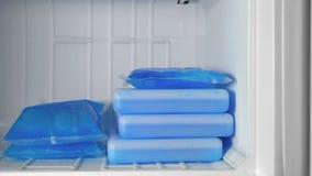 Пузыри со льдом в замораживателе видеоматериал