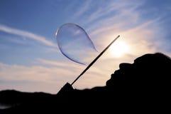 Пузыри супа женщины дуя Стоковое Изображение