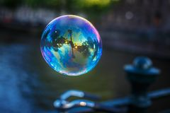 Пузырь мыла Где-то на stree стоковое фото rf