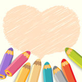 Пузырь речи сердца с карандашами. Светлая предпосылка Стоковое Изображение