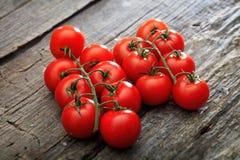 2 пука красных томатов вишни Стоковая Фотография