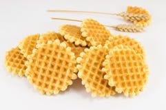 Пук золотых испеченных печений waffle стоковое изображение rf