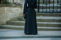 Пук ключей в руке священника стоковое фото