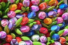 Пук красочных деревянных искусственных тюльпанов Стоковые Изображения RF