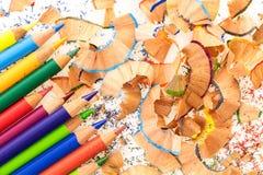 Пук красочных карандашей, с красочными shavings карандаша Стоковые Изображения